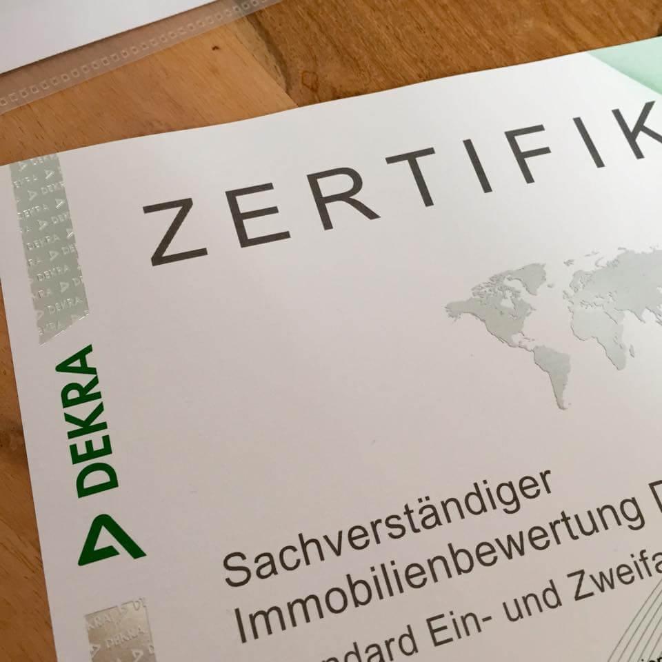 Zertifikat - von Lützow Immobilien - DEKRA Sachverständiger für Immobilienbewertung