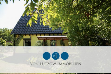 Rarität – Doppelhaushälfte in Wünsdorf l tolles Grundstück l 34 qm Ausbau-Reserve l Kamin l Carport, 15806 Zossen / Wünsdorf, Doppelhaushälfte
