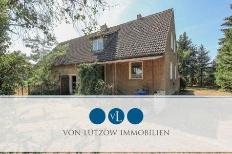 Ihr Pferd direkt neben dem Wohnhaus – 7.000 qm Grundstück bebaut mit Einfamilienhaus zur Sanierung, 14558 Nuthetal / Fahlhorst, Einfamilienhaus